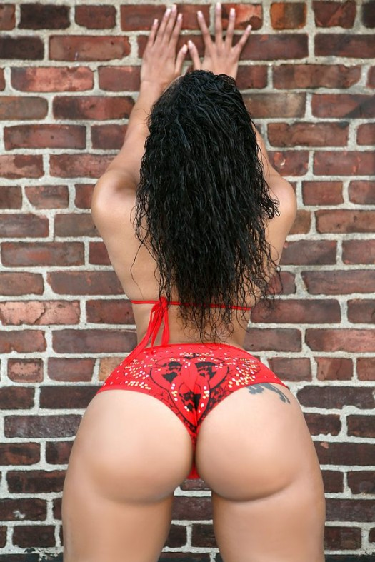Thick Thursday: Cubana Lust for Straight Stuntin'