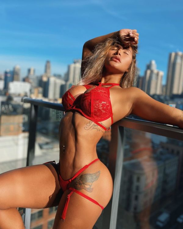 Victoria Salazar @victoriia96: Rocky Shores - Moe Bennett