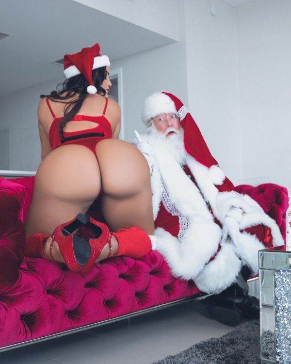 Alexas Morgan @alexas.morgan: Santa Came Through - FreeLance Photography