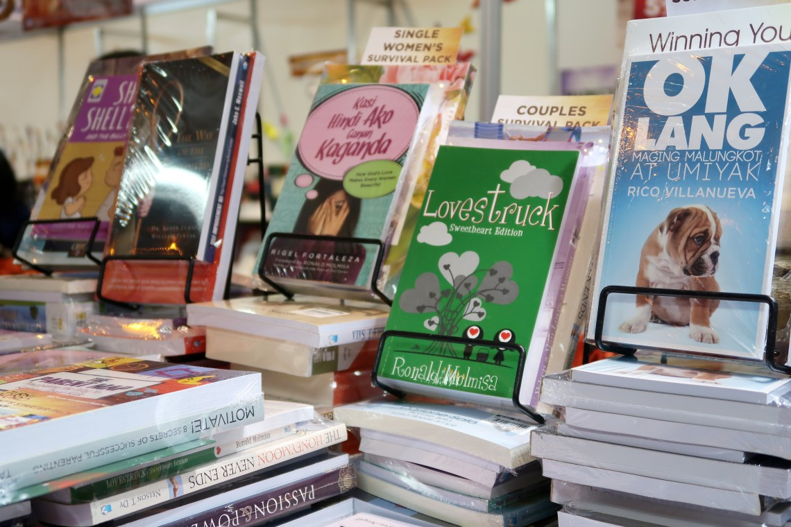 dyosathemomma: Manila International Book Fair, OMF Literature, Book Sale