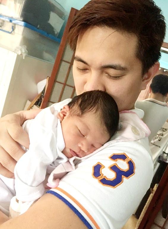 dyosathemomma: good effects of cuddling babies, AmNiszhaGirl, mommyblogger