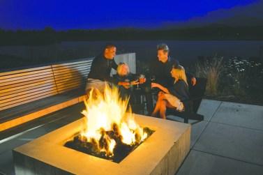 Black-Butte-Ranch_Lakeside-Fire-People_16B2477cmyk-e