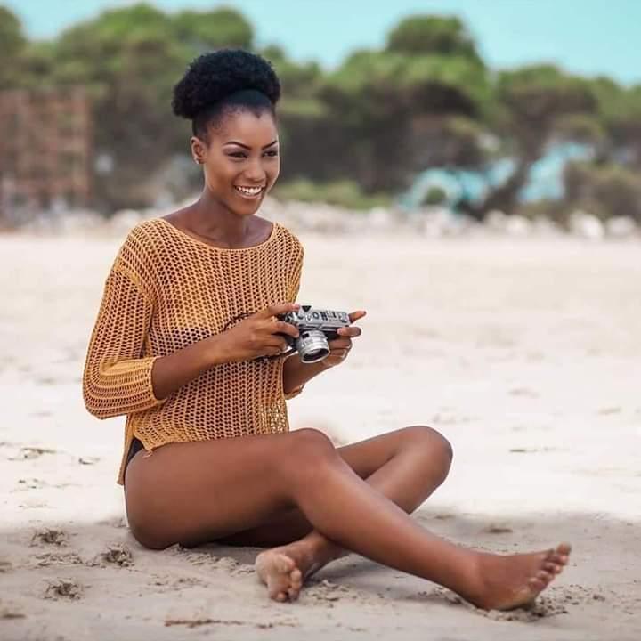 Miss Cameroun 2020 Audrey Nabila Monkam en chignon afro