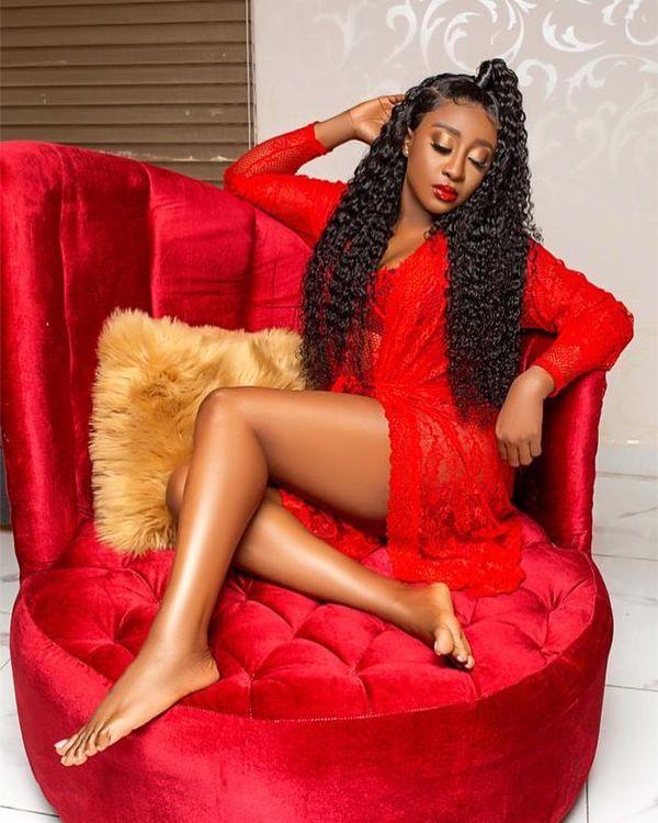 Style long et frisé pour l'actrice nollywoodienne Ini Edo