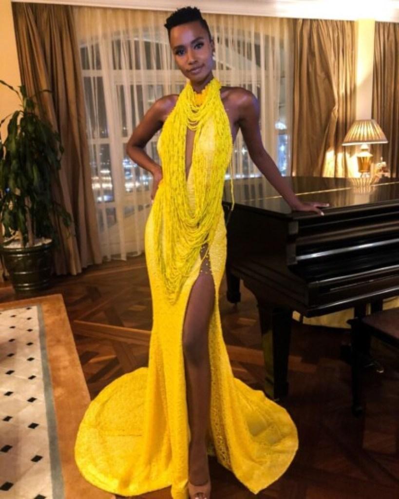 Zozibini Tunzi, Miss Univers 2019 en mode robe jaune