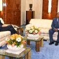Paul Biya et Christophe Guilhou ambassadeur de France à yaoundé le 16-4-20 au Palais d'Etoudi