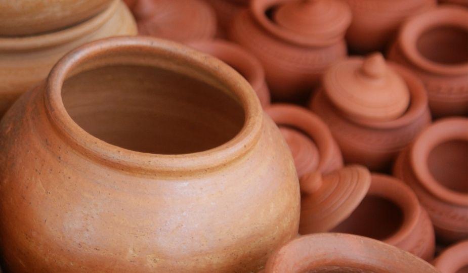 L'attribut alt de cette image est vide, son nom de fichier est argile_poteries.jpg.