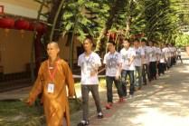 5東禪佛教學院教務長妙豪法師帶領學員跑香