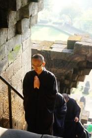 東禪佛教學院同學虔敬禮聖。