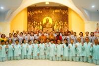 東禪佛教學院師生與印尼菩提達摩精舍同學於大雄寶殿合影。