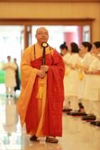 心保和尚為短期出家修道會學員證盟受戒。