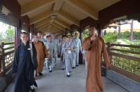 慧眾法師與知柔法師帶領師生遊佛館