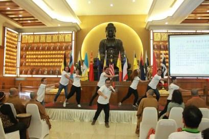 營員在結營典禮上展現成果「中華武術」。