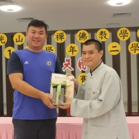 符凱傑老師頒發最佳辯手獎予林雲川同學