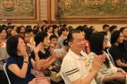 學生家長看到佛學院同學的表演歡喜不已