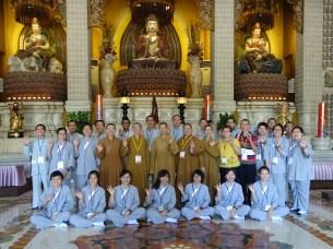 東禪佛教學院師生与圓福寺法师们一同合照留影。