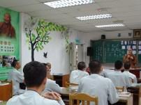 教務長妙豪法師為學子說明課程。
