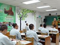 院長覺誠法師為同學們教授「如何找到自己」。