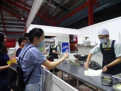 同學們義賣印度煎餅