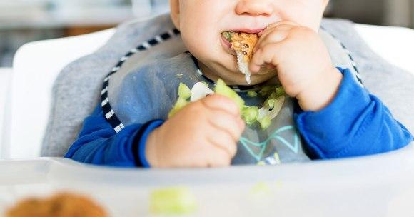 10 silnie zakorzenionych mitów na temat diety małego dziecka