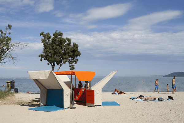 pop-up-beach-library-by-matali-crasset-02