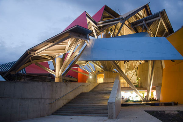 frank-gehry-biomuseum-in-panama-06
