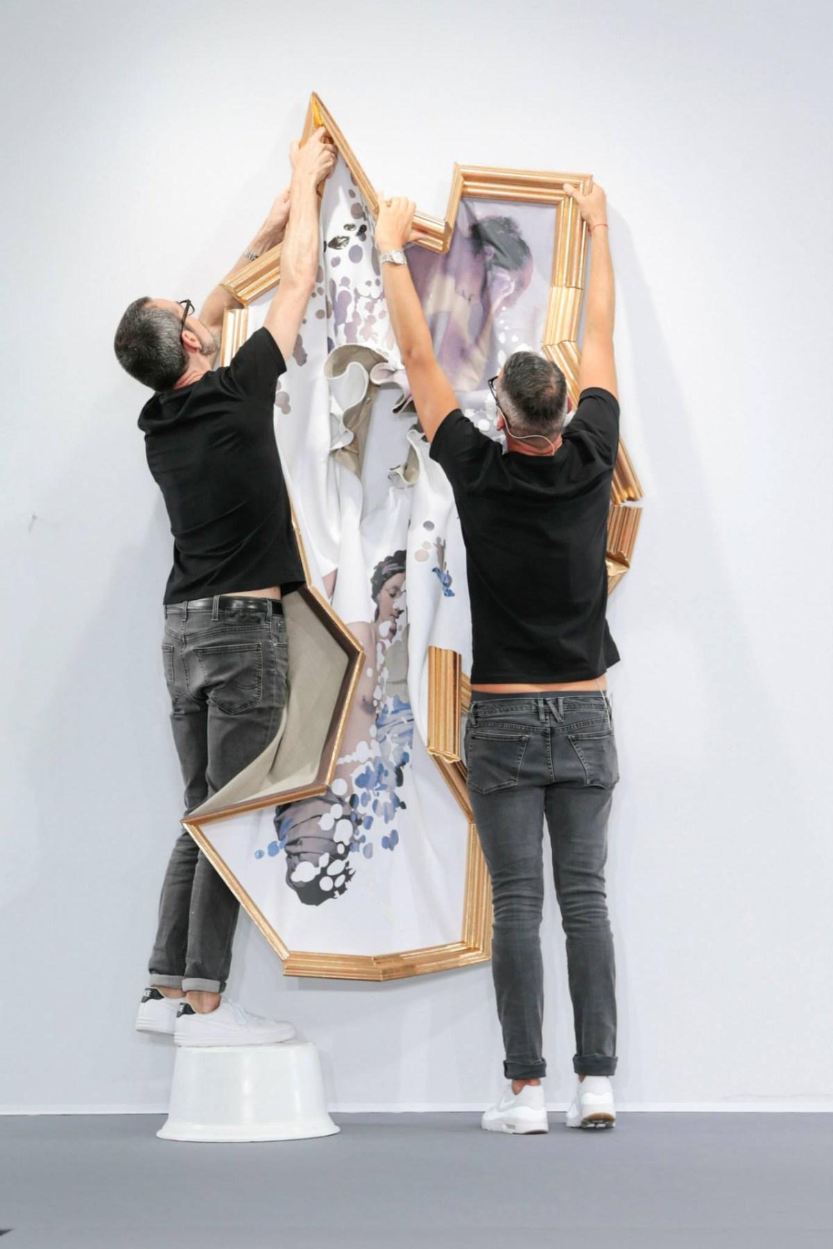 framed-painting-clothing-by-duthc-designer-viktor-and-rolf-02