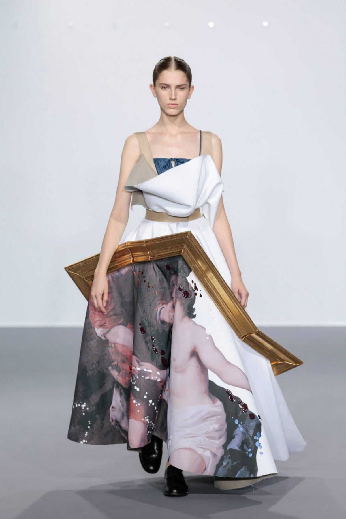 framed-painting-clothing-by-duthc-designer-viktor-and-rolf-05