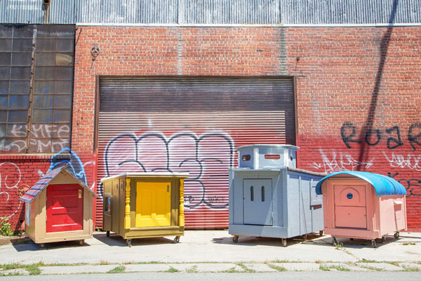 gregory-kloehn-turns-trash-into-shelters-for-the-homeless-01