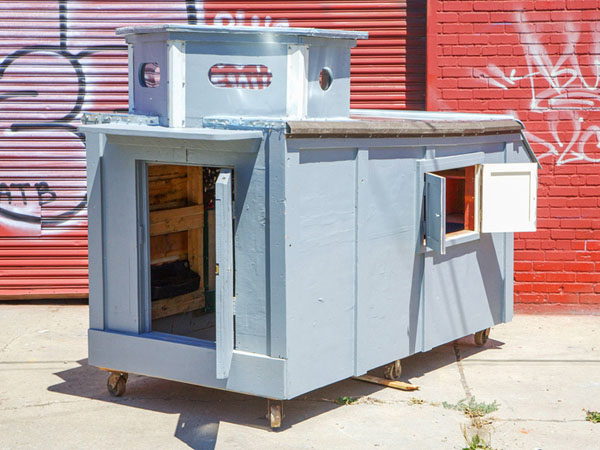 gregory-kloehn-turns-trash-into-shelters-for-the-homeless-06