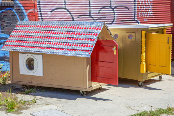 gregory-kloehn-turns-trash-into-shelters-for-the-homeless-08