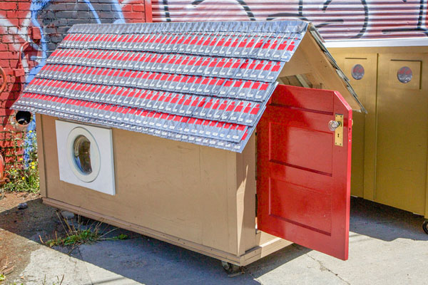 gregory-kloehn-turns-trash-into-shelters-for-the-homeless-12