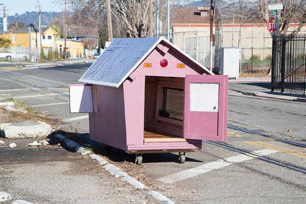 gregory-kloehn-turns-trash-into-shelters-for-the-homeless-13