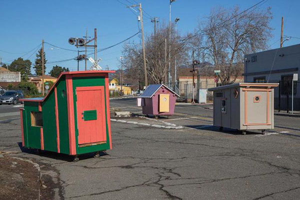 gregory-kloehn-turns-trash-into-shelters-for-the-homeless-15