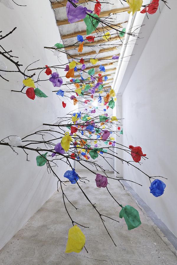 plastic-tree-c-installation-art-dubai-03