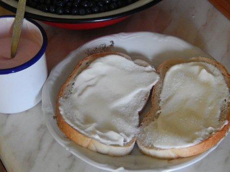 chleb-ze-smietana-i-cukrem