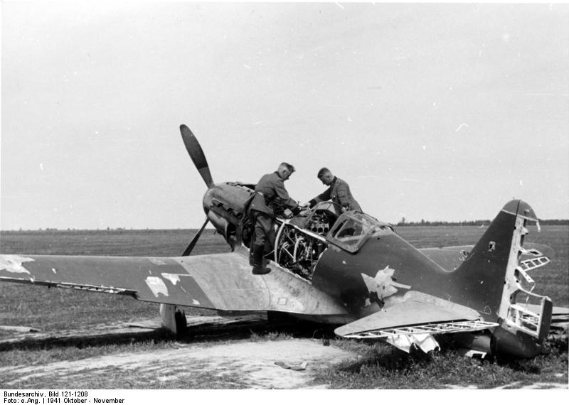 Russland, bei Bialystock, zerstörtes Flugzeug