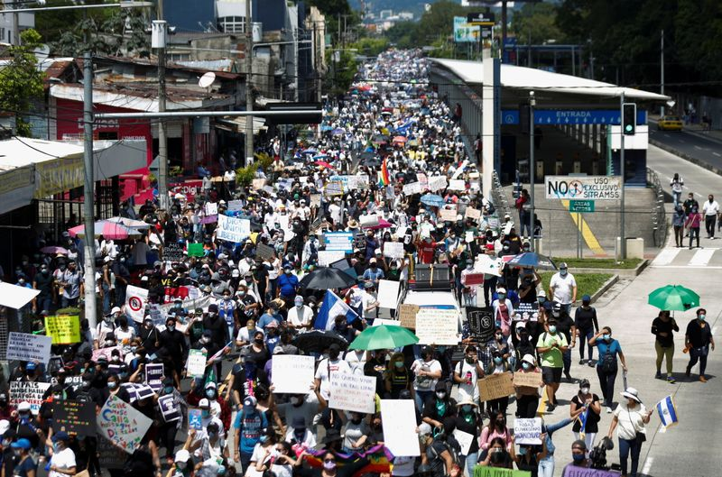 Salvadoreans protest against recen implementation of Bitcoin as legal tender