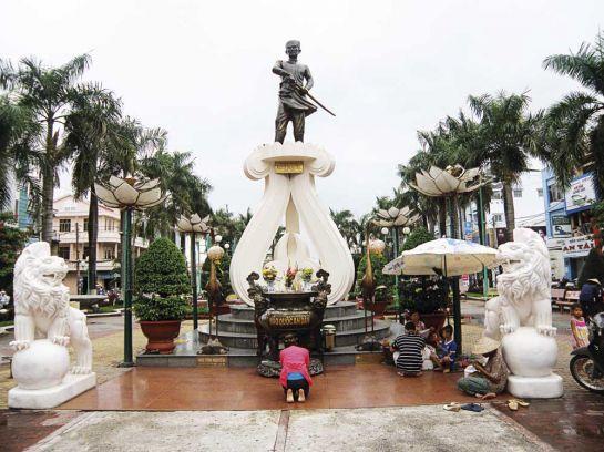 Памятник Нгуену Трунг Труку
