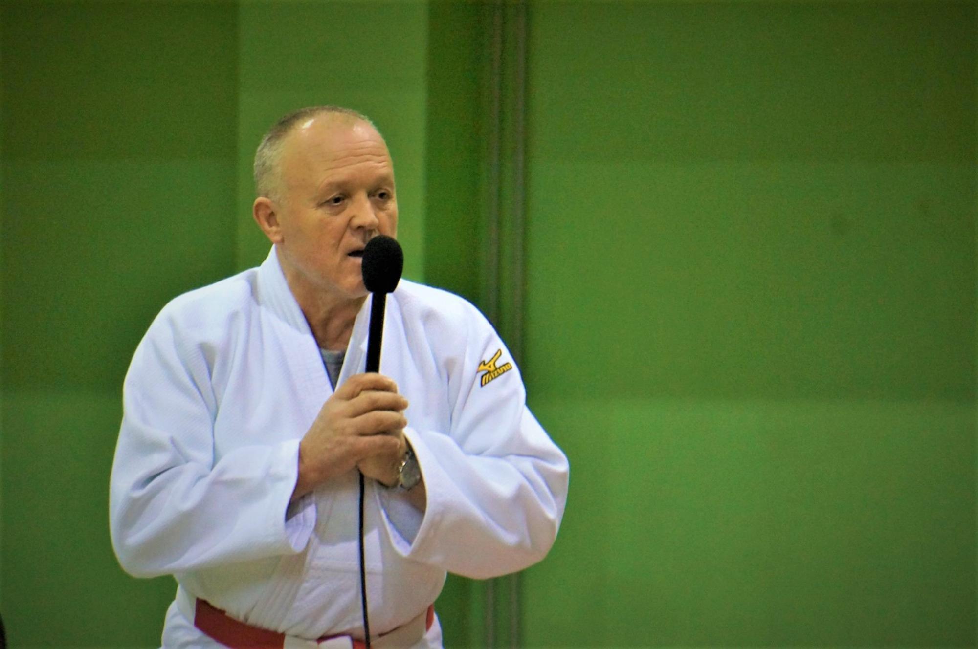 Dziudo treneris Zenius Vencevičius neatsispyrė auklėtinių prašymui: treniruotes surengė parke 15