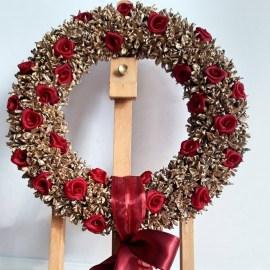 Coroniţă decor Crăciun conuri tuia