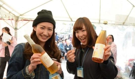 20代から30代の女性が目立つ全国梅酒まつり