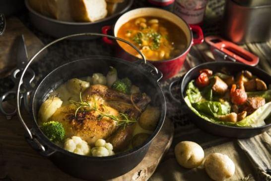 ミリタリー グランピング - ダッチオーブン料理