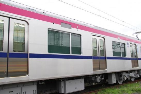 新型車両5000系 - 京王電鉄(外観)