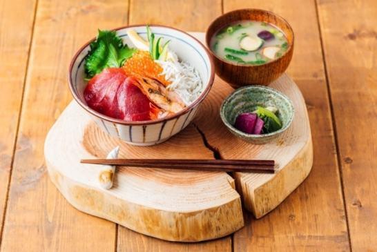 ローカル食材(鎌倉野菜、湘南しらす、三崎マグロ)