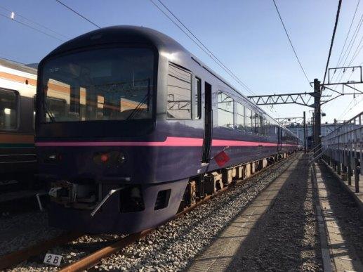 お座敷列車「華」(画像提供:JR東日本)