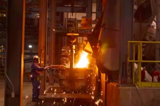 ▲ロッジの工場は、テネシー州サウスピッツバーグにあります。写真は、鋳鉄を溶かす溶鉱炉