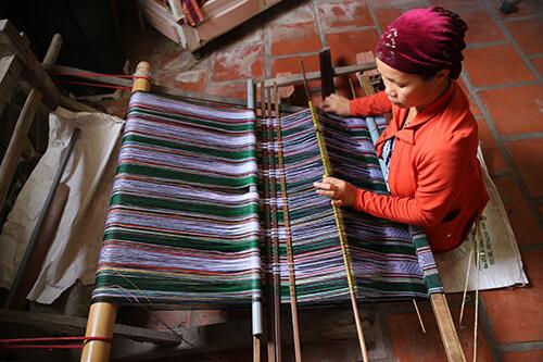 ベトナムの少数民族チャム族が織る「ベトナム10」
