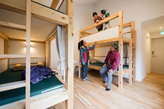 ファミリールームは専用シャワー・洗面・トイレ付きでスペースも広く家族利用には十分