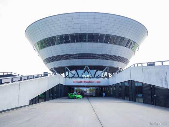 Porsche возобновляет производство электромобилей